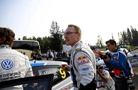 Jari-Matti Latvala jakoi pohja-ajan tallikaveri Sebastien Ogierin kanssa kolmannella erikoiskokeella.