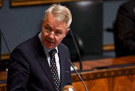 Ulkoministeri Pekka Haavisto (vihr.) puhuu eduskunnan täysistunnossa Helsingissä 30. marraskuuta 2020.