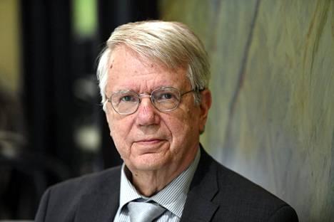 Tohtori Jukka Seppinen on kirjoittanut useampia teoksia Suomen ja Neuvostoliiton suhteesta.