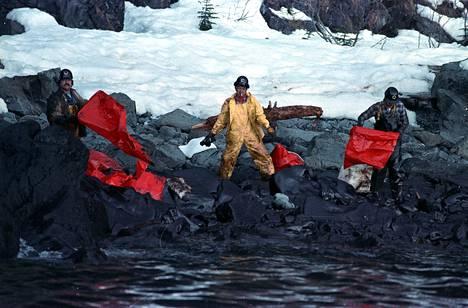 Exxon öljy-yhtiön alus Valdez ajoi karille Prince William Soundin alueella Alaskan eteläosassa vuoden 1989 keväällä, aiheuttaen mittavia vahinkoja alueen luonnolle.