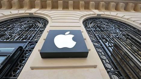 Apple sovitteli Ranskassa 25 miljoonalla eurolla tapauksen, jossa sitä syytettiin puhelimiensa hidastamisesta. Applen Pariisin-myymälä lähellä kaupungin oopperaa.