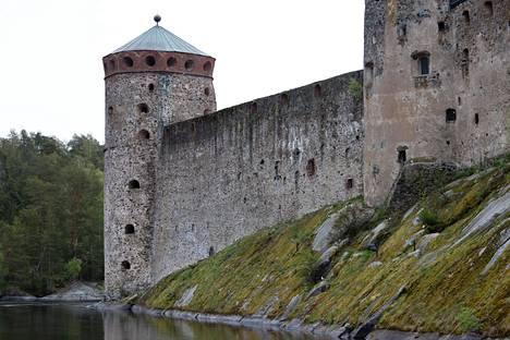 Savonlinnan oopperajuhlat järjestetään historiallisessa Olavinlinnassa. Tulevana kesänä yleisön määrä supistetaan lähes puoleen normaalista, jotta saadaan toteutettua tarpeeksi pitkät turvavälit.