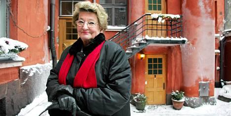 Teija Sopanen kotipihallaan vuonna 2006.