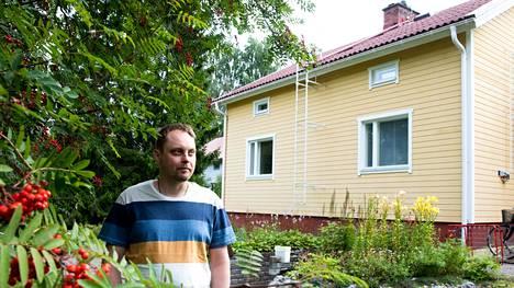 Olli Enqvistillä on puolisonsa kanssa vanha talo, jonka ison pihan alla kulkee maalämpöputkisto.