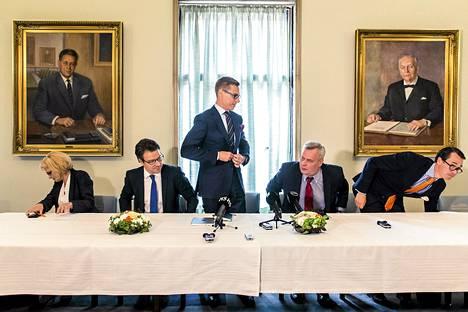 Minihallitusneuvottelut käynnistyivät Eduskunnassa kokoomuksen uuden puheenjohtajan Alexander Stubbin johdolla tiistaina.