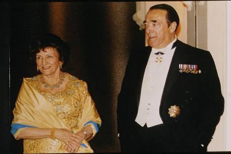 Robert Maxwell 65-vuotisjuhlissaan yhdessä puolisonsa Elisabeth Maxwellin kanssa kesäkuussa 1988.