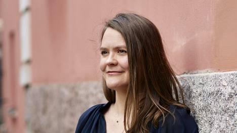 Ida Pimenoff on valokuvataiteilija, joka on aiemmin julkaissut kolme valokuvakirjaa saksalaisen taidekirjakustantamon kanssa.
