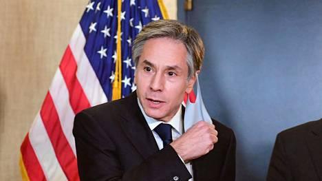 Yhdysvaltain ulkoministeri Antony Blinken vasemmalla kuvattuna maaliskuussa.
