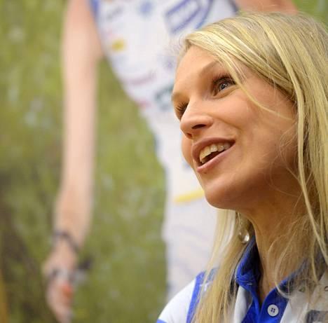 """Minna Kauppi tietää antavansa kilpakumppaneilleen """"aika paljon tasoitusta"""", vaikka ehtisi kuntoutua MM-kisoihin."""