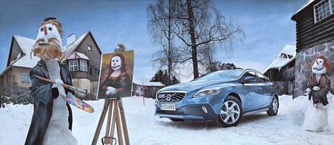 Volvo V40 Cross Country on maasturina yhtä epäaito kuin lumiukkotaiteilijan luoma Mona Lisa.