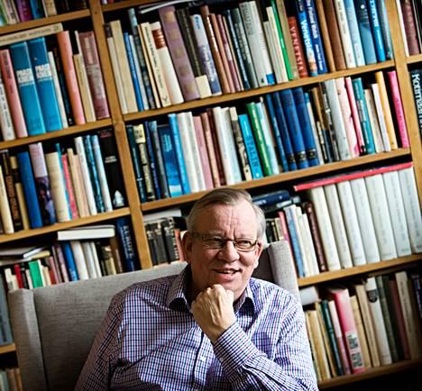 Бывший посол Финляндии в России Маркус Люра выступает за вступление Финляндии в НАТО. «За время в России я только укрепил свою позицию относительно НАТО», - говорит Люра в гостиной своего дома в Хельсинки.