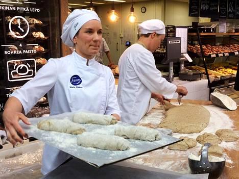 Sirkkaleipää leivottiin Kaaren Prismassa torstaina.