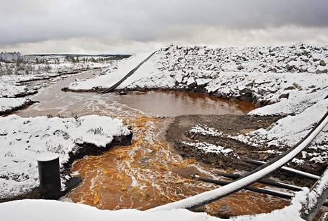 Talvivaaran kaivoksen kipsisakka-altaan vuodon seurauksena jätevettä pääsi ympäristöön kaivosalueen ulkopuolelle vuonna 2012.