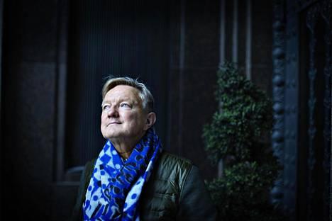 Hannu Väisäsen uudessa romaanissa seikkaillaan Ranskassa.