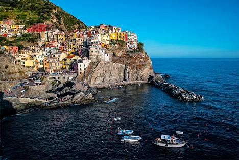 Cinque Terren kylissä voi yhä nähdä saman maiseman kuin kylien kuuluisuus Eugenio Montale 20-luvulla. Kuva Manarolan kylästä.