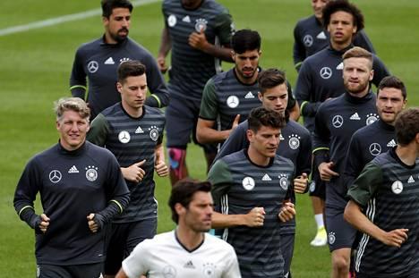 Saksan maajoukkue harjoitteli torstaina 9. kesäkuuta Evian-Les-Bainesissa Ranskassa.