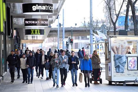 Katunäkymä Tukholmasta lauantaina 4. huhtikuuta.