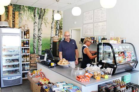 Suurin osa Paussun ja Niinikosken asiakkaista on pohjoismaalaisia, mutta myös ranskalaiset ovat löytäneet kaupan ja innostuneet kanelipullista.