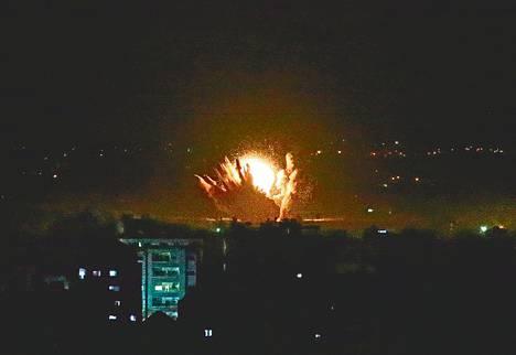 Gazan asukkaat kertoivat voimakkaasta tykistötulesta Gazan itärajalla.