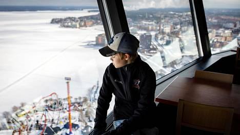 Aarne Latvala, 12, vieraili Suomen korkeimmassa rakennuksessa, Näsinneulassa.