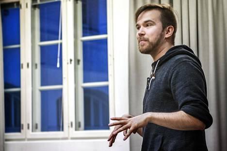 Ohjaaja Veijanen on Vantaalla töissä mikkeliläisen esittävän taiteen kollektiivin Kaukasuksen kautta.