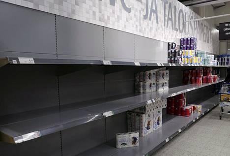Vessapaperi- ja talouspaperi tekivät kauppansa Ruoholahden kauppakeskuksen K-Citymarketissa Helsingissä torstaina.
