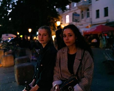 Laura Walter ja Natalie Schukraft ostivat olutpullonsa kaupunginosasta, jossa myyntirajoitusta ei ollut.