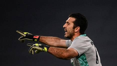 Gianluigi Buffon haluaa yhä pelata.