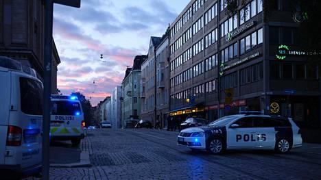 Poliisilla oli keskiviikkona operaatio Helsingin Snellmaninkadulla olevassa Pataässä-ravintolassa.