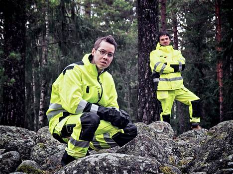 Lauri Mattila (vas.) ja Juhani Haukka ovat tehneet yhdessä erilaisia taideprojekteja. He tapasivat toisensa Ylioppilasteatterissa vuonna 2008.