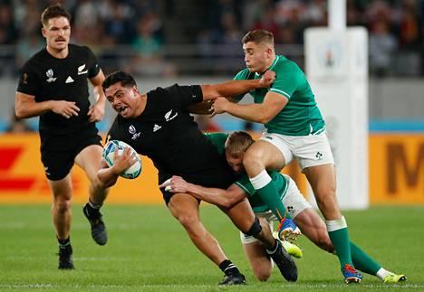 Uuden Seelannin Anton Lienert-Brownia taklattiin puolivälieräottelussa Irlantia vastaan.