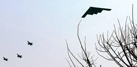 Yhdysvaltojen B-2-häivehävittäjät pystyvät kantamaan ydinaseita.