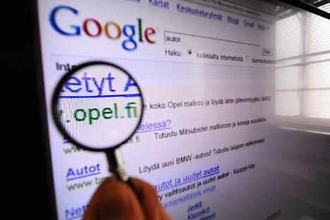 Tiedon etsiminen internetistä on niin helppoa, että asioiden painaminen mieleen ei enää houkuttele.