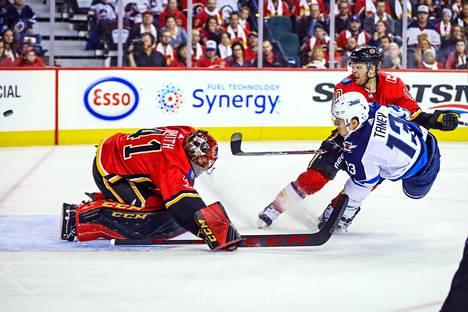 Winnipeg Jetsin hyökkääjä Brandon Tanev iski maalin ottelussa Calgary Flamesia vastaan. Maalivahti Mike Smith joutui antautumaan ensimmäisessä erässä.