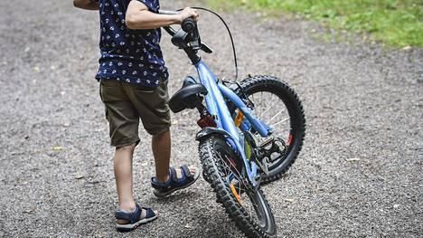 Pyörän hallitsemista kannattaa harjoitella ensin rauhallisessa ympäristössä.