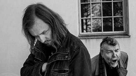 Kauko Röyhkä (oik.) ja Sami Hynninen ovat tehneet yhdessä Dekadenssi-levyn.