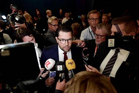 Ruotsidemokraattien puheenjohtaja Jimmie Åkesson SVT:n järjestämän puoluejohtajien vaalitentin jälkeen Tukholmassa perjantaina.