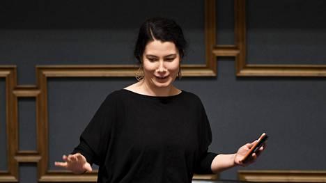 Vihreiden kansanedustaja Emma Kari on myöntänyt Iltalehdelle mokanneensa, kun eduskunta äänesti perjantaina Vaasan sairaalan päivystyksestä. Hänen äänensä olisi saattanut pelastaa päivystyksen.