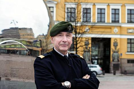 """""""Vaikka demokratia voi nyt ehkä aiempaa huonommin, se nousee sieltä kyllä"""", sanoo Pekka Toveri."""