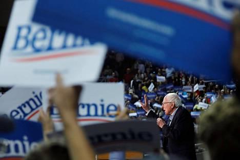 Presidentiksi pyrkivä demokraattisenaattori Bernie Sanders on kerännyt kansansuosiota lupaamalla maksutonta terveydenhuoltoa kaikille.