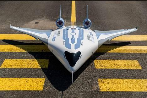 Twitterin AirbusMaveric-tilillä julkaistu kuva Maveric-koneen pienoismallista.