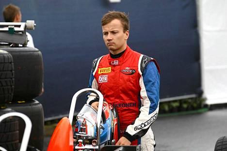 Matias Laineen (kuvassa) tallikaveri Will Stevens pääsee ajamaan Caterhamin F1-autoa.