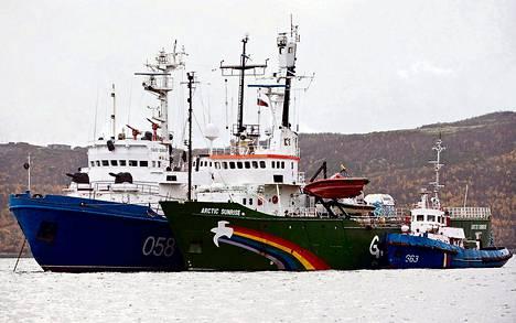 Ympäristöjärjestö Greenpeacen Arctic Sunrise -laiva tuotiin syyskuussa Murmanskin satamaan.