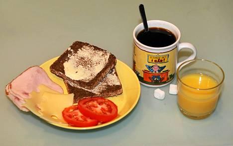 Aamiaisen syömisellä voi olla useita hyviä terveysvaikutuksia, mutta laihtuminen ei kuulu niihin, päättelevät tutkijat.