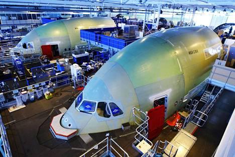Iran on kertonut aikovansa tilata toistasataa matkustajalentokonetta eurooppalaiselta Airbusilta. Listahintojen mukaan ne maksavat yhteensä parikymmentä miljardia euroa. Airbus lentokoneen A380-malli valmistui Montoir-de-Bretagnen tehtaalla Ranskassa.