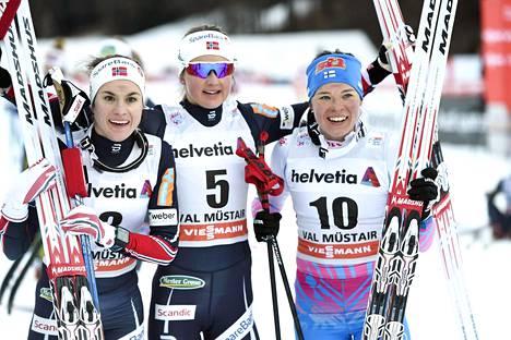 Heidi Weng (vas.), Ingvild Flugstad Østberg ja Krista Pärmäkoski ovat tällä kaudella tarjonneet ilonaihetta myös Madshusin suksitallille.