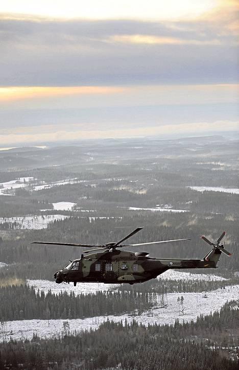 Suomi osti vuonna 2001 Ranskassa toimivalta NHIndustries-yhtiöltä 20 kappaletta NH90-helikoptereita. 350 miljoonaa euroa maksaneiden koptereiden toimitukset ovat olleet pahasti myöhässä.