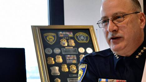 Presidentti Donald Trumpn muslimivastainen kielenkäyttö tuo ongelmia poliisipäällikkö Ronald Haddadille, koska hänen pitäisi säilyttää muslimiasukkaiden luottamus.