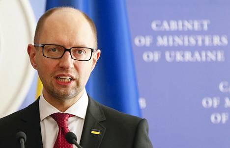Ukrainan pääministeri Arseni Jatsenjuk puhui maanantaina. Hänen on määrä esitellä hallituksen edistysmistä ja suunnitelmia tällä viikolla.