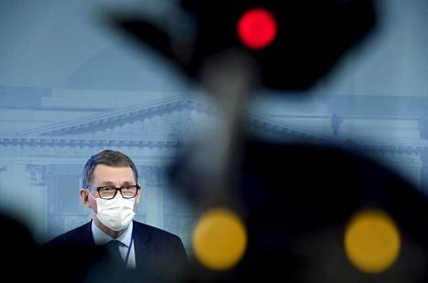 Valtiovarainministeri Matti Vanhanen (kesk) kestävän kasvun ministerityöryhmän tiedotustilaisuudessa alustavasta elpymis- ja palautumissuunnitelmasta maanantaina.
